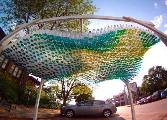 Поделки из пластиковых бутылок для сада: навес для авто