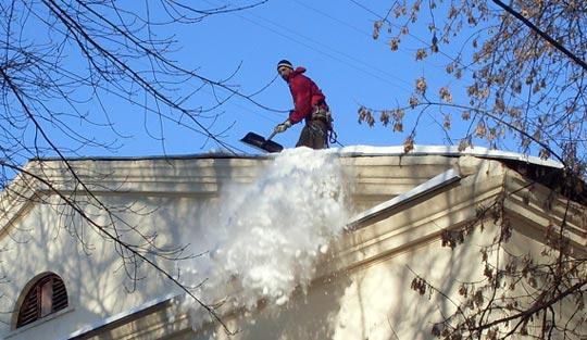 Зимние бизнес-идеи: очистка крыш